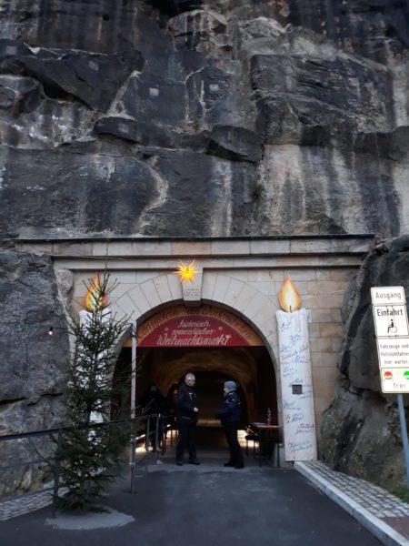 Eingang zum markt mittels Aufzug